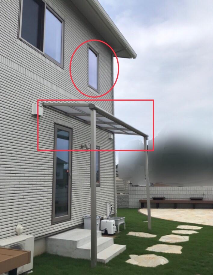 家を横から写した写真