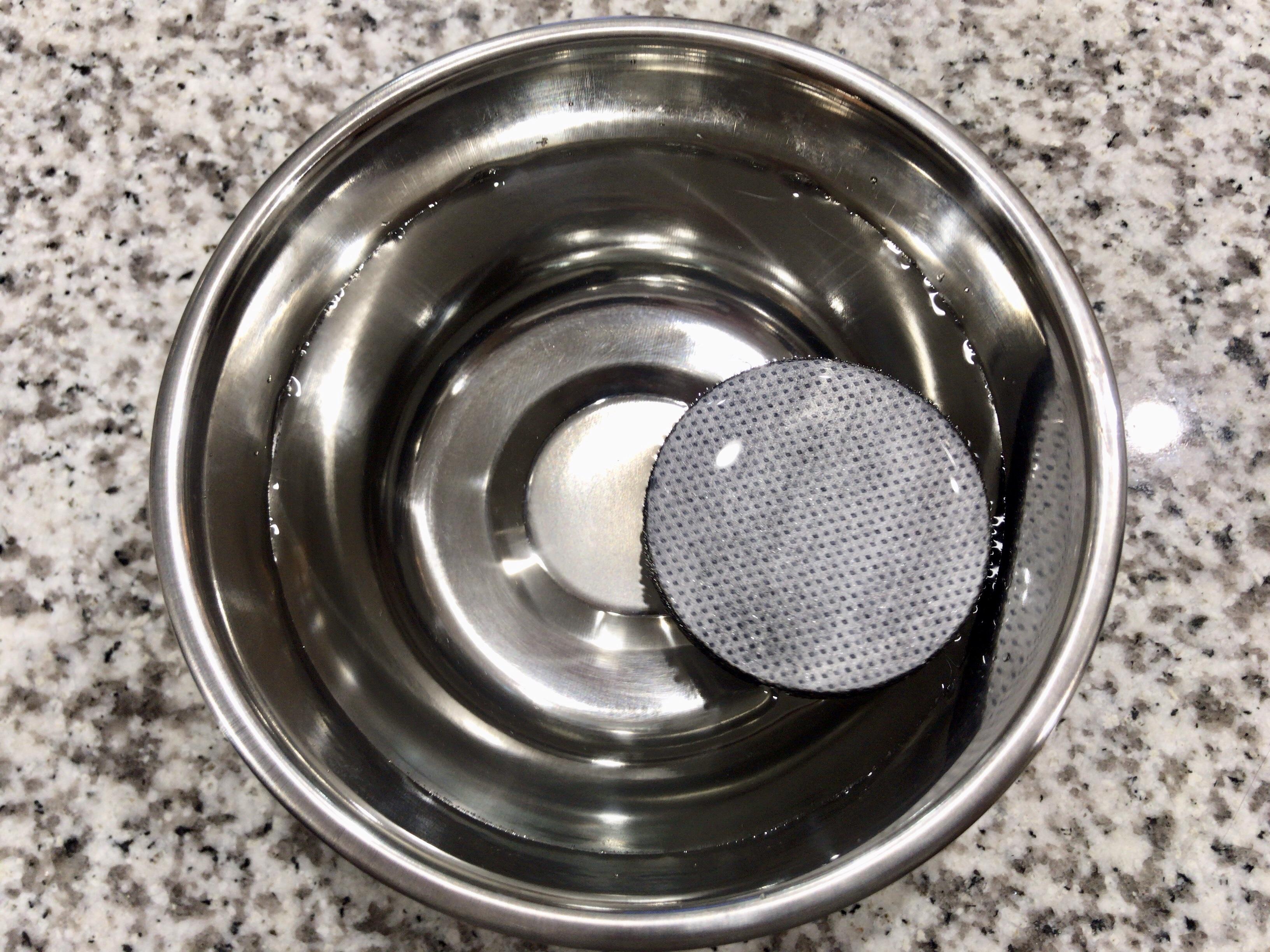 マイクロディスクをぬるま湯に浸ける